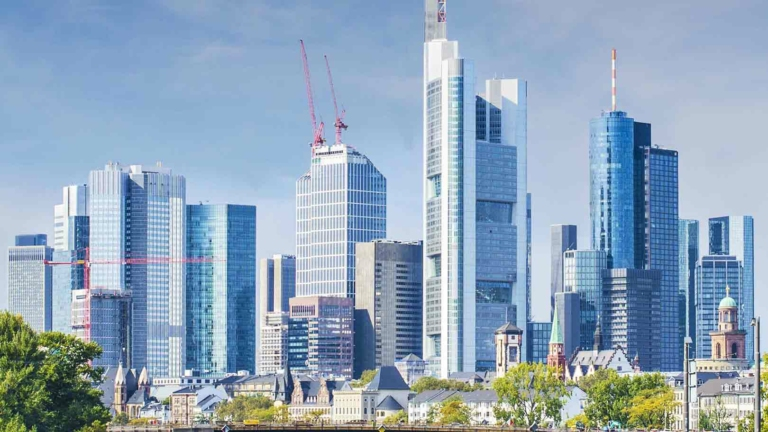 Frankfurter Skyline mit Banken-Hochhäusern